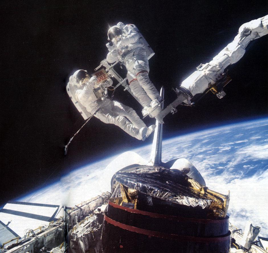 картинки роботы в космосе